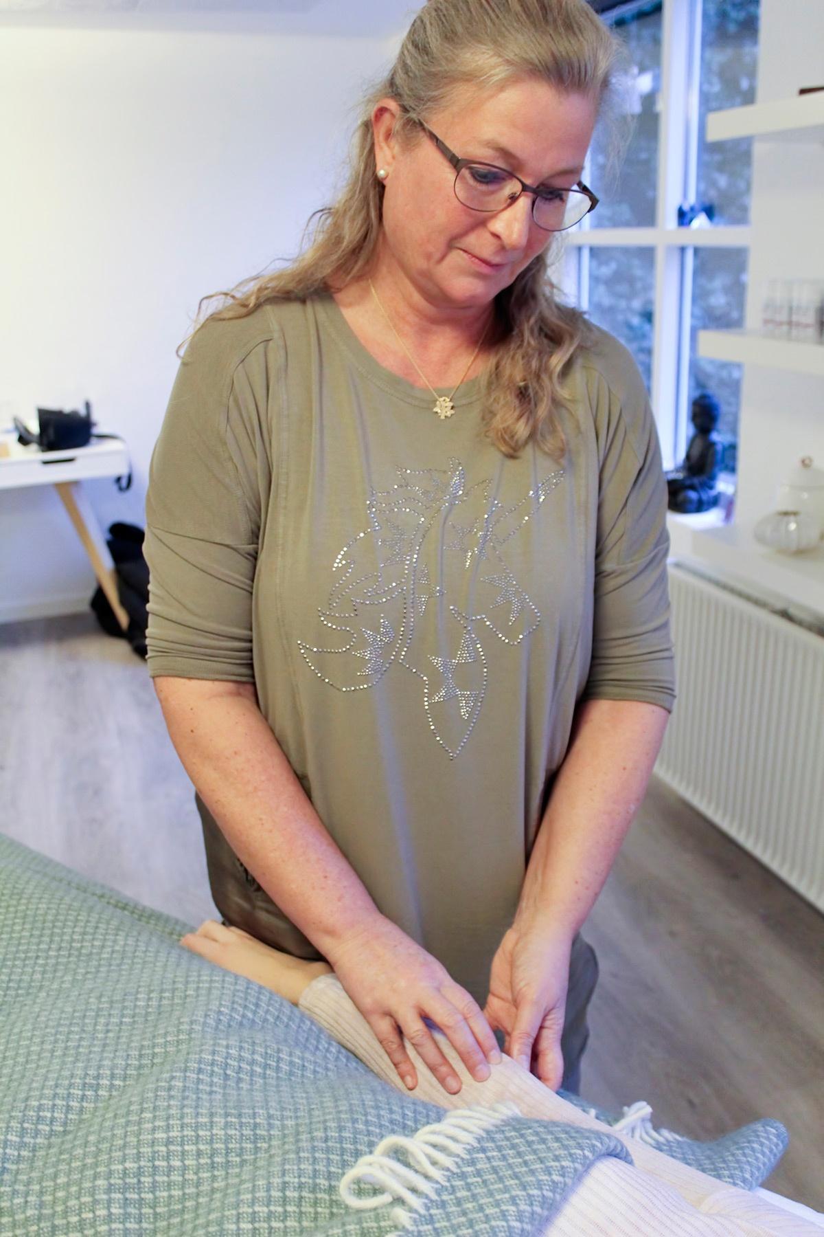 Mayanne Damgård ved My-Feet i Skanderborg tilbyder behandling med meridian massage (meridianmassage)